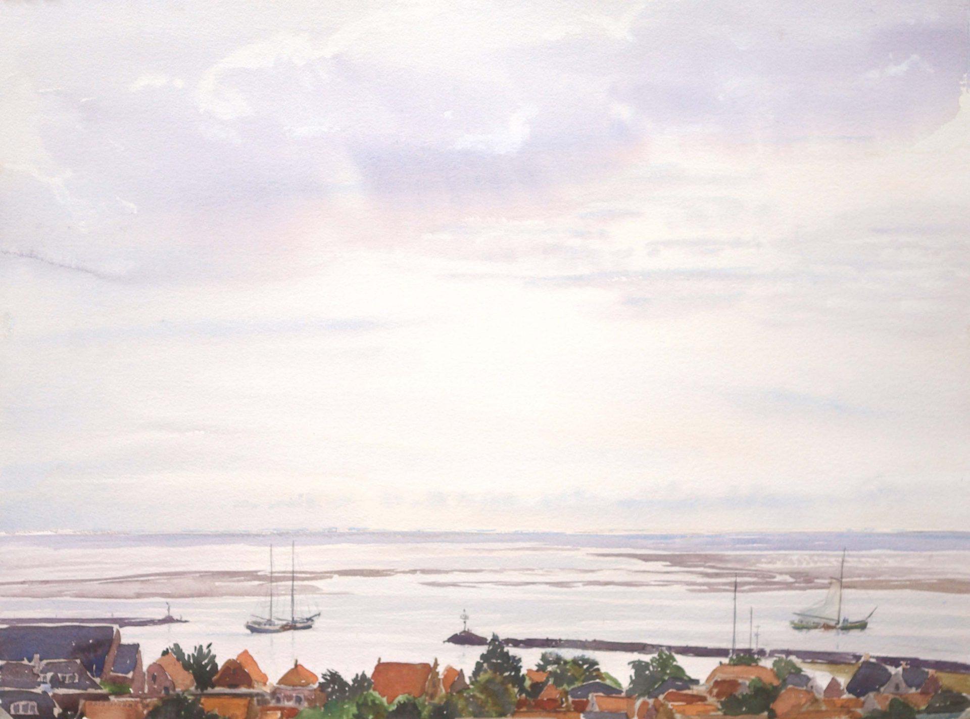 Twee Zeilschepen bruine vloot varen haven Terschelling uit .Uitzicht over Waddenzee